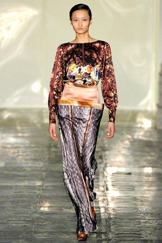 images/cast/00000497167717034=my job on fabrics x=mary katrantzou - Fall 2011 -